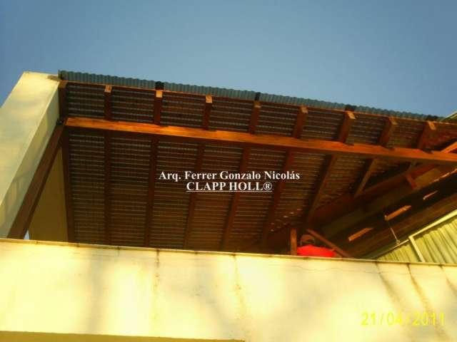 Columnas cuadradas y chapas negras con policarbonato en for Techos de chapa modernos