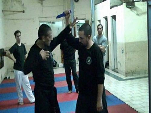 Defensa personal con arma blanca (cuchillo)