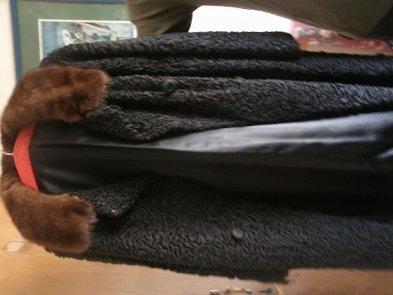 Tapado de astrakan con cuello de vison, excelente estado 45530799