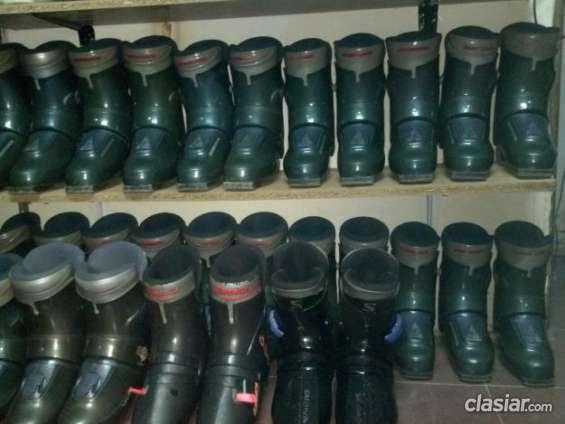 Quiero vender vendo botas rossignol r67 y r27 excelente estado.