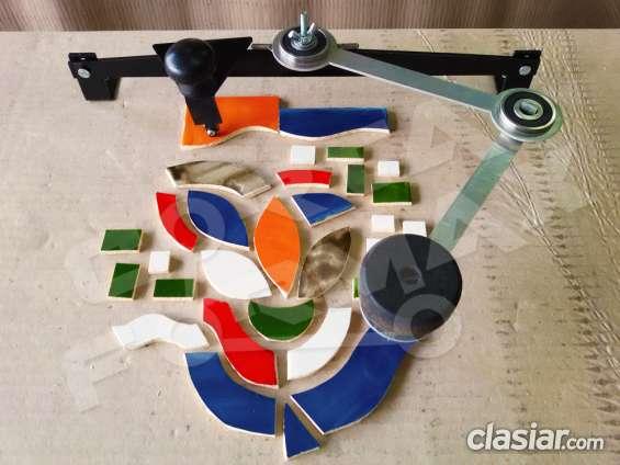 Sistema de corte de curvas para hacer mosaiquismo, vitrales