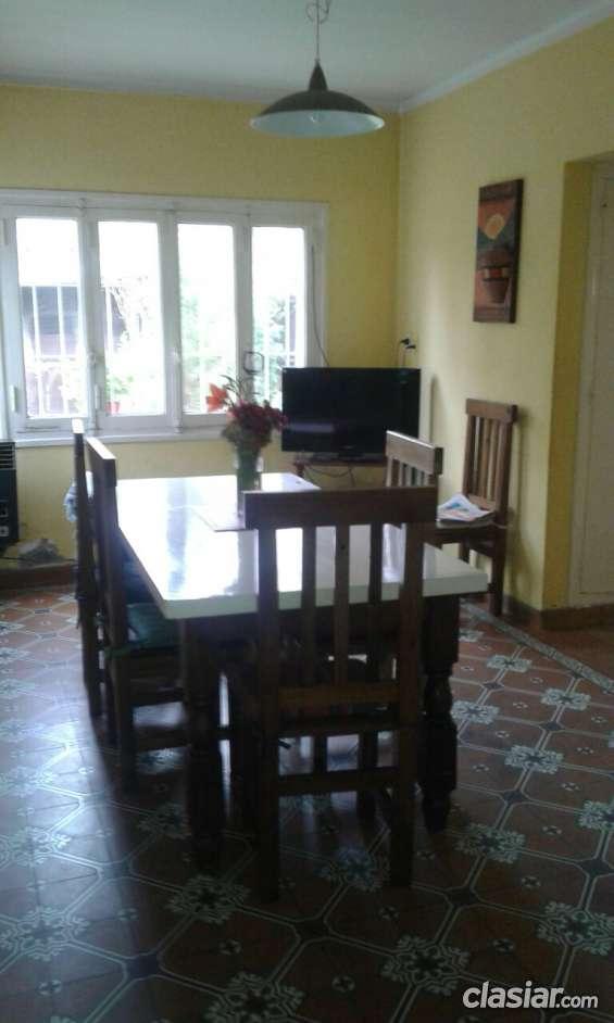Alquiler casa grande dos plantas 4 dormitorios - 3 bños - patio jardin