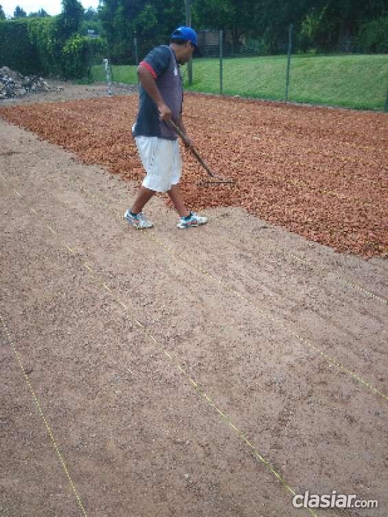 Atentos clubes. cauntri. polideportivos hago construccion de canchas de tenis y mantenimi