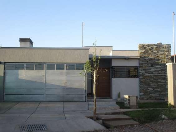 Casa moderna, minimalista, funcional