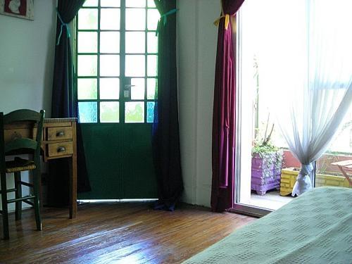 Se alquila cuarto en casa linda, limpia y luminosa