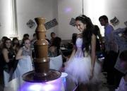 Mesa dulce de fuente cascada fondue de chocolate para tu fiestas en san martin buenos aires