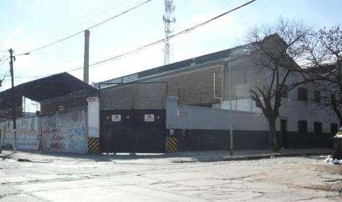 Deposito en venta - osvaldo cruz 3300, barracas - 2200 m2