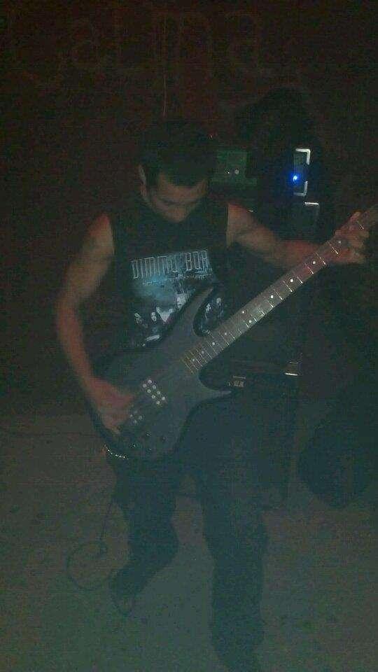 Busco musicos para armar banda de black metal
