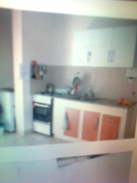 Cocina integrada con lugar para lavarrop. y termotanque.