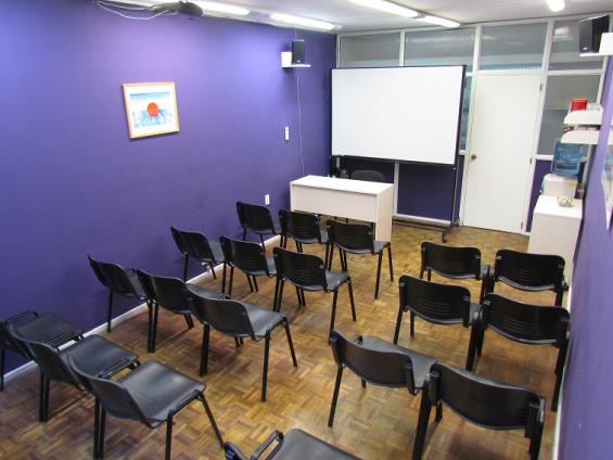 Salas con capacidad hasta 12 y 25 personas en el centro porteño