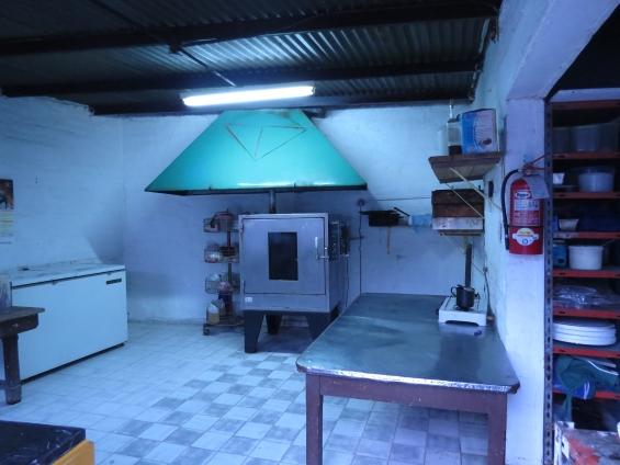 Alquilo casa+cuadra de pasteleria+fdo de comercio en godoy cruz
