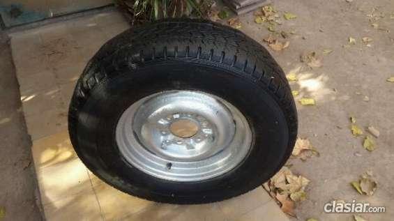 Vendo primer oferta razonable vendo rueda completa 225 / 75 / 16 a buen precio.