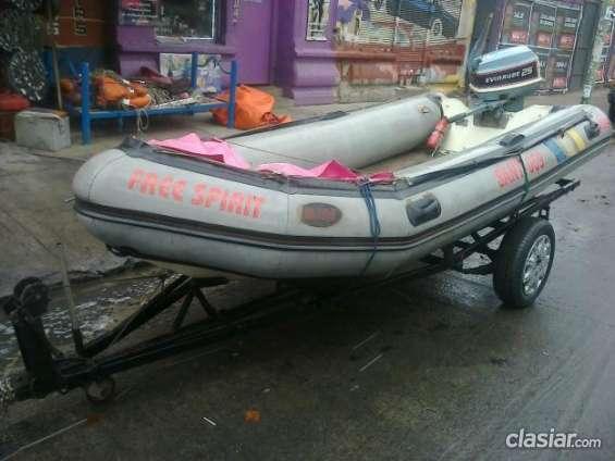 Urgente vendo bote semi rigido en muy buen estado.