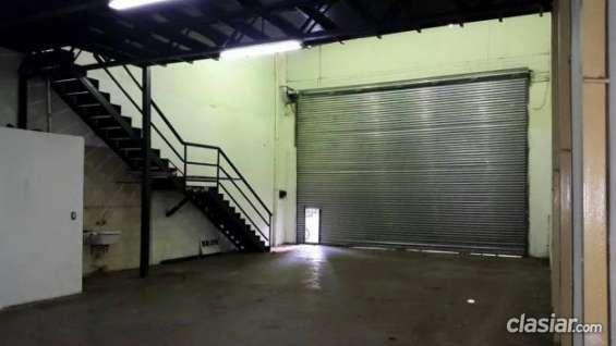 Urgente vendo alquilo deposito galpon 220 m2 sin expensas c entrada de vehiculos construcción tradicional.