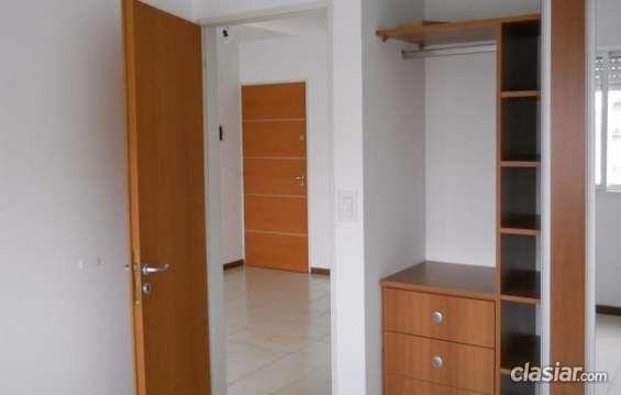 Se ofrece venta departamento de un dormitorio buen barrio.