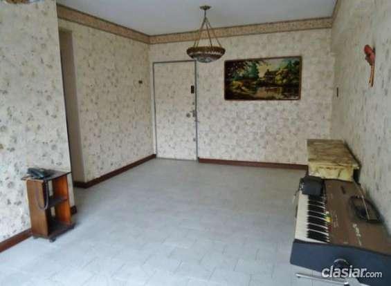 Se ofrece departamento en venta 4 ambientes en excelente estado.