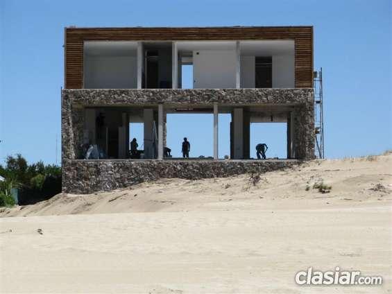 Construimos. ampliamos o reparamos integramente su vivienda