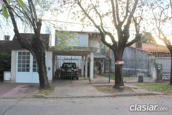 Vendo casa en fisherton- friuli y eva peron ( ex calle córdoba ) sup 342 m2