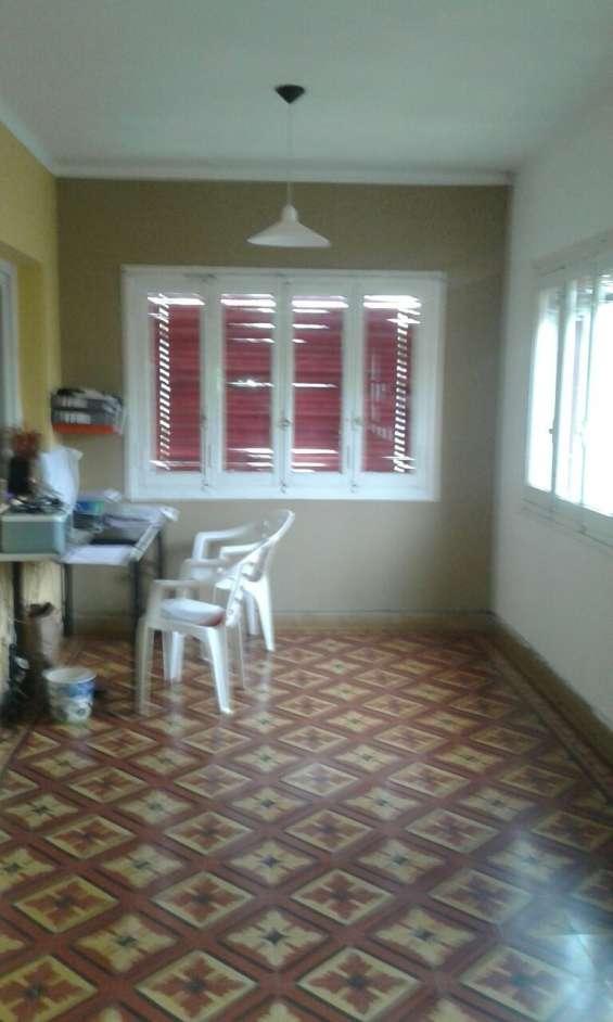 Alquiler casa godoy cruz mendoza, 4 dorm. 3 baños ideal iinstituto - ambientes grandes - l
