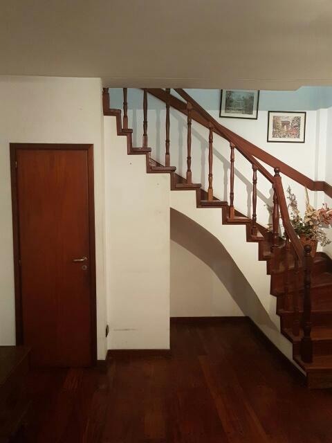 Escalera al primer piso