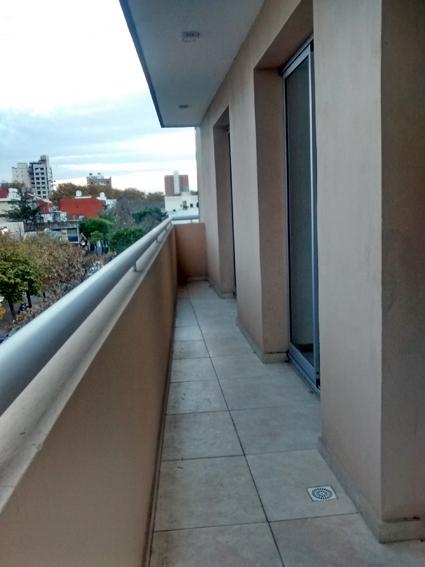 Fotos de Catamarca 3500. frente, balcón. categoría. a estrenar. 2 dorm. 6