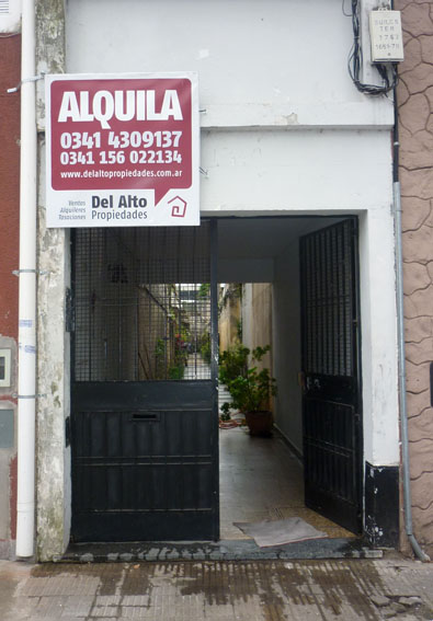 Riobamba 500. dpto. de pasillo. no paga expensas.